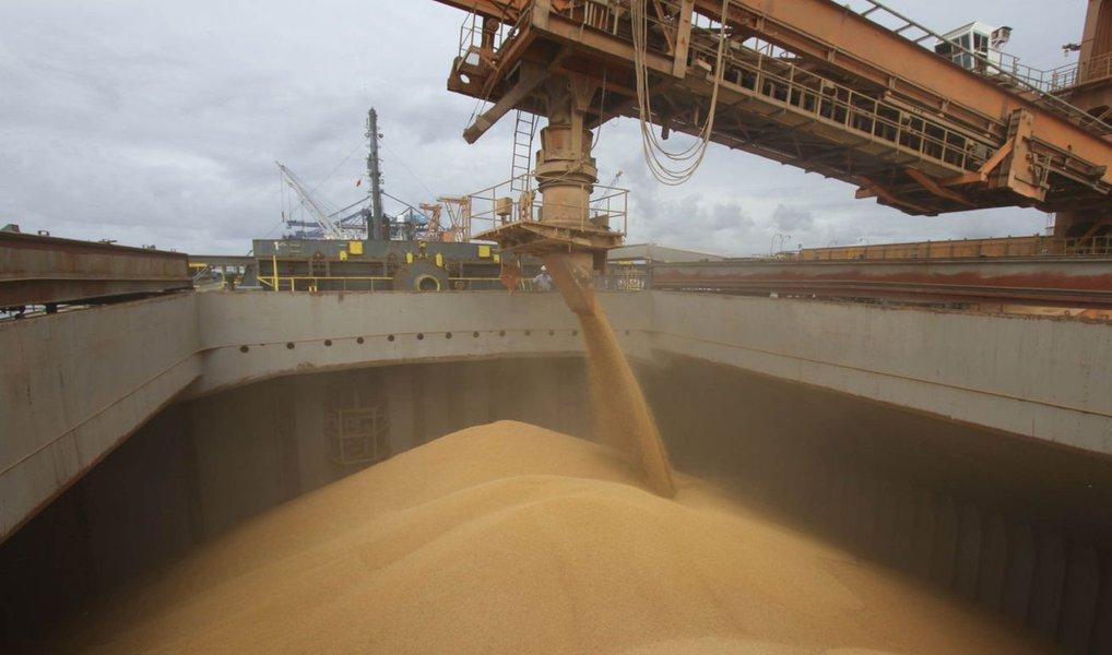China ampliou em 47,2% as importações de soja produzida pelo Brasil ao longo do mês de outubro quando em comparação com o mesmo mês do ano anterior; volume chegou a3,88 milhões de toneladas; no acumulado anual até outubro, as importações de soja do Brasil pelos chineses aumentaram 18%, alcançando36,9 milhões de toneladas