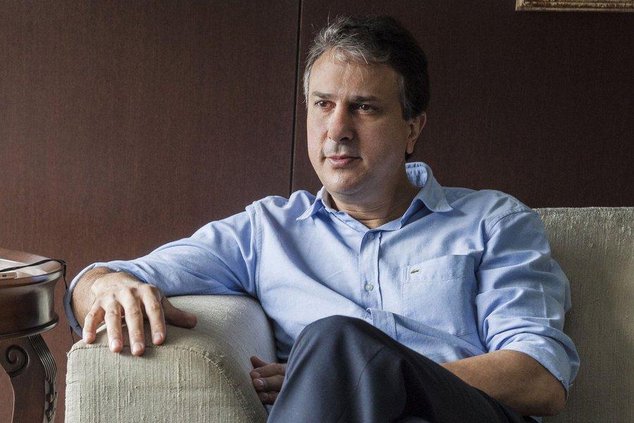 Camilo Santana (PT) vai a Brasília nesta segunda (30) e participa de audiência na Caixa Econômica Federal. O governador tenta conseguir patrocínio para o Centro de Formação Olímpica do Estado