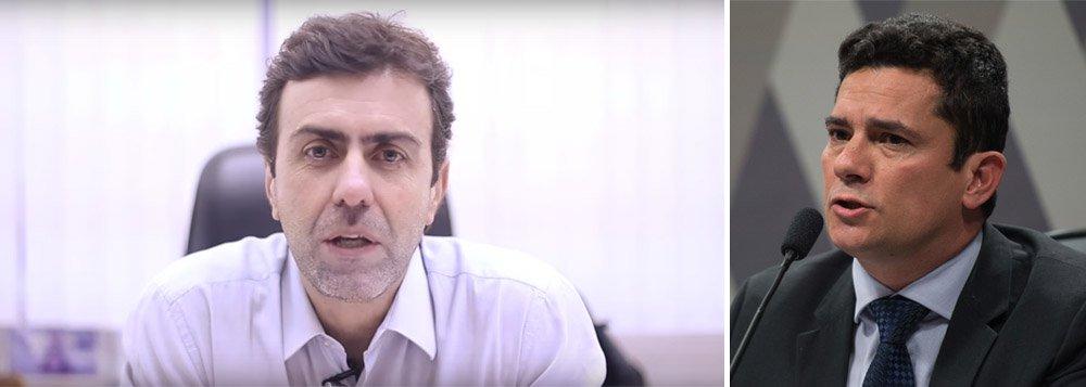 """Em vídeo postado nas redes sociais, o deputado Marcelo Freixo, do Psol, afirma que o momento não é de se discutir se alguém é """"coxinha"""", """"petralha"""", ou se é a favor ou contra a corrupção; """"A grande defesa neste momento é a da democracia. Tivemos 21 anos de ditadura militar, num período recente. Todos nós temos uma enorme responsabilidade na defesa do Estado Democrático de Direito""""; Freixo também fez críticas ao juiz Sergio Moro; """"Por que um juiz pega grampos telefônicos e entrega a um meio de comunicação. Isso não é aceitável"""";""""Não cabe a um juiz agir como promotor e dialogar com uma mídia, que evidentemente tem lado, como sempre teve""""; assista"""