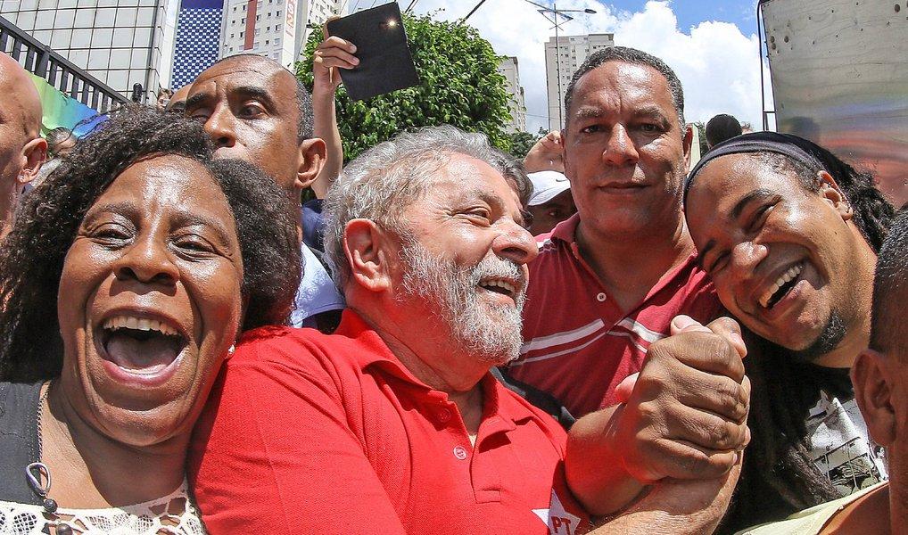 """Para a jornalista Tereza Cruvinel, para que a volta do ex-presidente Lula ao governo """"tire o país do atoleiro, garanta a salvação do governo Dilma e permita sua candidatura à presidência em 2018, noves fora um impedimento judicial, ele terá também de ressuscitar o lulismo, que é algo mais que o seguidismo a um líder""""; """"Entenda-se por lulismo uma forma de governar que, baseada na agregação e num pacto não escrito, garantiu ao Brasil um momento virtuoso na economia, uma inédita projeção internacional e um forte desenvolvimento social com redução da desigualdade e ampliação do mercado interno de consumo. É o lulismo como tal que pode garantir a restauração da estabilidade política e da racionalidade econômica"""", explica a colunista do 247; leia a íntegra"""