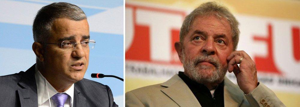 """Jornalista afirma que nas perguntas formuladas pelos delegados da Polícia Federal ao ex-presidente não há menção a uma única delação premiada que apontasse que Lula tivesse participado de algum acerto de propina com empresas em troca de contratos na Petrobras; """"Se for levado em conta o depoimento dado pelo ex-presidente, ainda há um longo caminho a ser percorrido até que eventualmente seja confirmada a tese de que Lula seria o chefe de um esquema de compra de apoio político por meio de propina em contratos da Petrobras"""", diz Kennedy Alencar"""