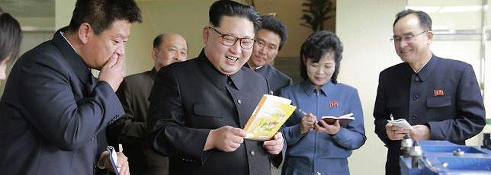 A Coreia do Norte disparou o que aparenta ser um míssil balístico lançado de submarino no sábado em sua costa leste, disse a Coreia do Sul em meio a preocupações de que poderia conduzir um teste nuclear ou o lançamento de um míssil antes de reunião-chave do partido que comanda o país, prevista para maio