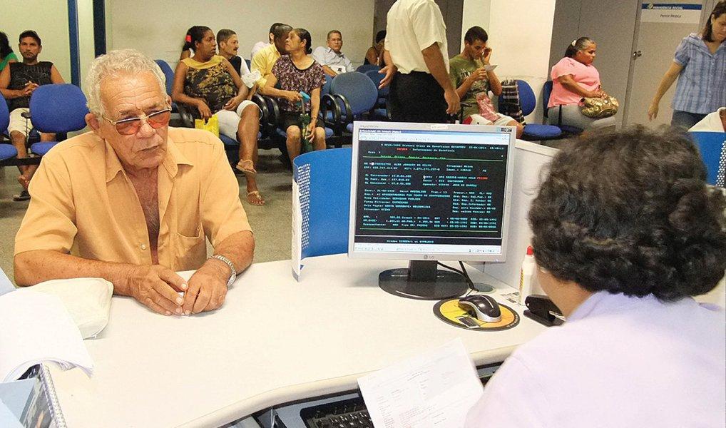 Cerca de 4,6 milhões de idosos com mais de 70 anos que contribuíram para os fundos do Programa de Integração Social (PIS) e do Programa de Formação do Patrimônio do Servidor Público (Pasep) têm direito a sacar cotas dos fundos. No total, R$ 7,5 bilhões estão disponíveis. O dinheiro pode ser retirado por trabalhadores que contribuíram com os fundos antes da Constituição de 1988