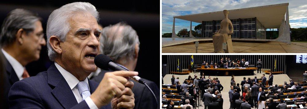Mesmo com a decisão do Supremo Tribunal Federal (STF) que barrou o rito do pedido de impeachment da presidente Dilma Rousseff, o líder PPS na Câmara, deputado Rubens Bueno (PR), confirmou que se o presidente da Casa, Eduardo Cunha (PMDB-RJ), rejeitar o novo pedido dos juristas Hélio Bicudo e Miguel Reale Jr, protocolado nesta quarta-feira, 21, a oposição irá recorrer ao plenário, como previsto anteriormente pela oposição