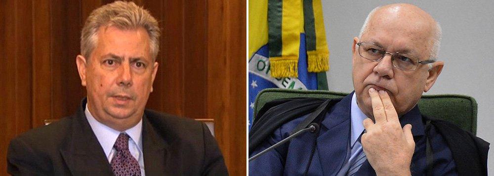 Edson Ribeiro, que defendeu o ex-diretor da Petrobras Nestor Cerveró, teve seu nome incluído na lista de procurados da Interpol, por determinação do ministro Teori Zavascki, relator da Operação Lava Jato no STF; Polícia Federal sabe em qual cidade dos Estados Unidos está o advogado, mas não revela para não atrapalhar na prisão; Edson Ribeiro é suspeito de ter atuado para ajudar o senador Delcidio do Amaral (PT-MS) a tentar prejudicar acordo de delação premiada entre Cerveró e o Ministério Público