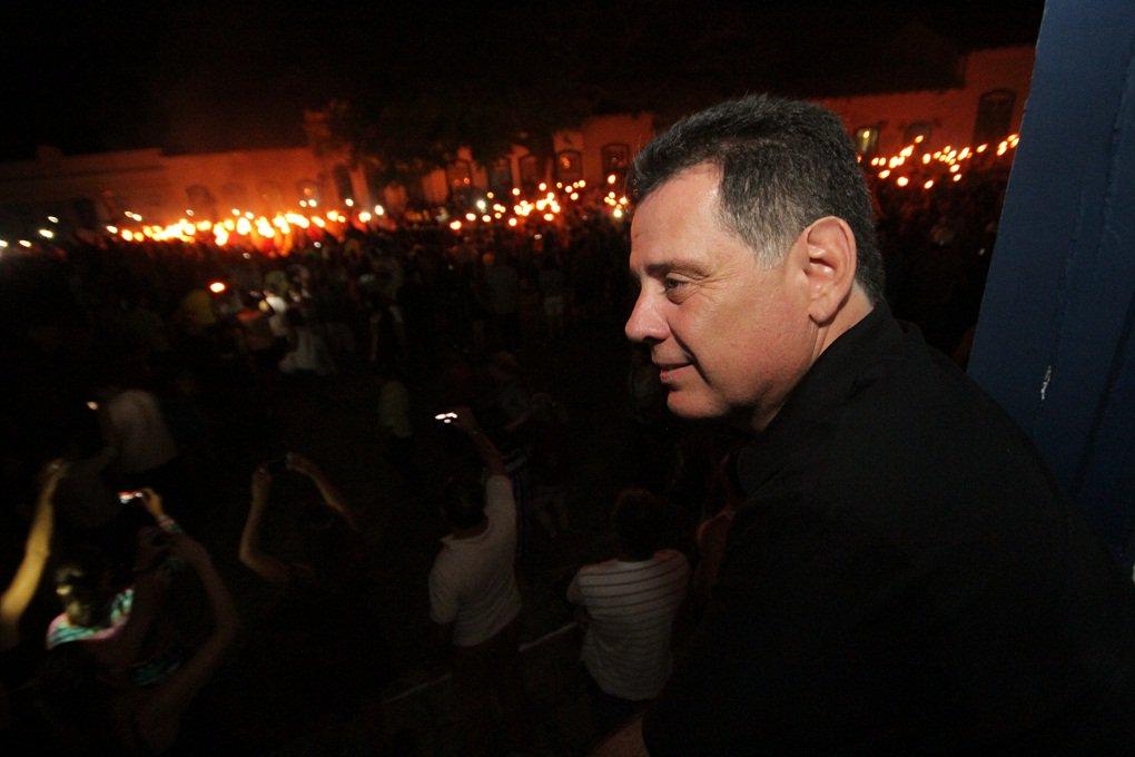 """Como faz tradicionalmente todos os anos, o governador Marconi Perillo se juntou aos fieis, à meia noite de ontem, na Cidade de Goiás, para reviver a mais antiga tradição do estado: a Procissão do Fogaréu;""""A Procissão do Fogaréu revela o espírito cristão dos goianos"""", afirmou o governador"""