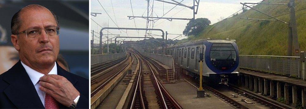 Vídeos produzidos pelo Sindicato dos Metroviários de São Paulo mostram uma frota de trens comprados pelo governo Geraldo Alckmin para atender aos usuários da Linha 5-Lilás do Metrô, que liga o Capão Redondo a Adolfo Pinheiro, na zona sul da capital paulista, que segue sem uso e fica estacionada ao longo do trecho de circulação; é possível identificar 12 dos 26 trens da frota P, comprados por R$ 630 milhões, mas que nunca foram colocados em serviço porque o sistema de operação é incompatível com o sistema das vias; assista