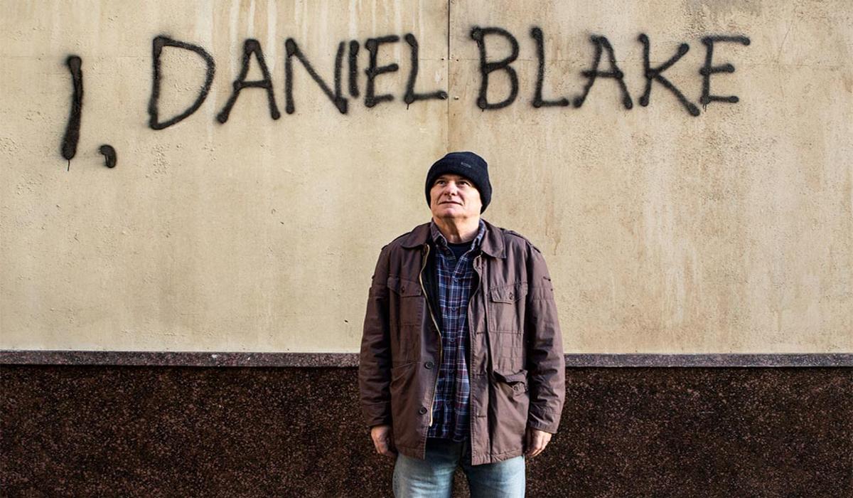 Inspirado em fatos reais, 'Eu, Daniel Blake' retrata as aberrações do sistema de ajuda social da Inglaterra e escancara desigualdade, burocracia e a falta de empatia dos agentes do Estado
