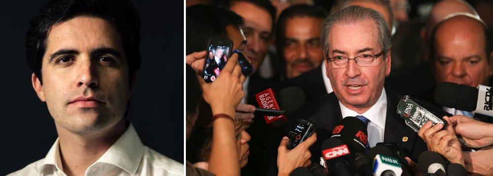 """Para o colunista Bernardo Mello Franco, a nova fase da Operação Salva Cunha foi deflagrada no domingo: 'Enquanto o país assistia ao show do impeachment, aliados negociavam um ponto final às investigações contra o peemedebista. A ideia é premiá-lo com uma """"anistia"""" pelo empenho para derrubar Dilma Rousseff""""; segundo ele, para escapar da cassação, ele """"conta com a cumplicidade da oposição, que parou de atacá-lo, e do velho aliado Michel Temer, prestes a se tornar usufrutuário da faixa presidencial"""""""