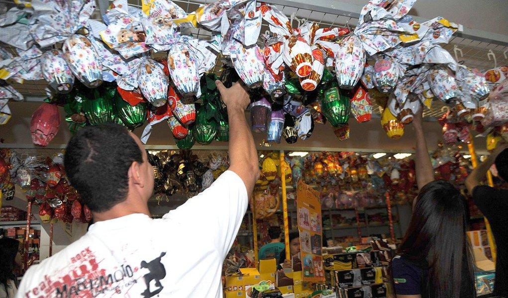 O comércio faturou 9,6% a menos na Páscoa deste ano em comparação ao mesmo período do ano passado, de acordo com o Indicador de Atividade do Comércio da empresa de consultoria Serasa Experian