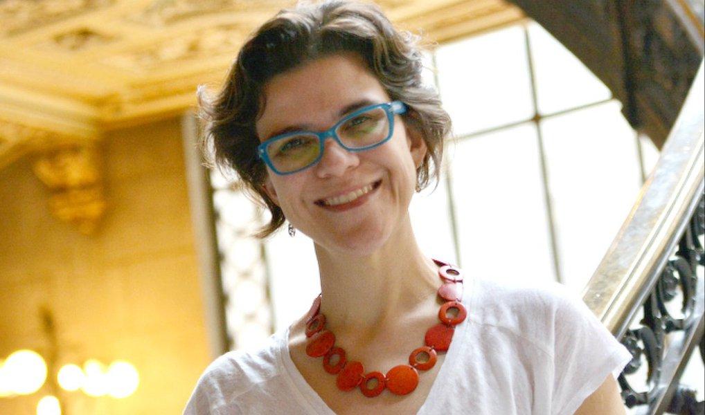 """Declaração é da professora do Instituto de Ciência Política da UnB (Universidade de Brasília) Flávia Biroli; segunda ela, estabelecer cotas no Congresso seria """"um passo importante"""" para estimular a igualdade de gênero no Brasil;""""Do modo como a política é realizada, os direitos das mulheres são definidos por uma maioria de homens"""", diz, em entrevista ao blog do jornalista Kennedy Alencar"""