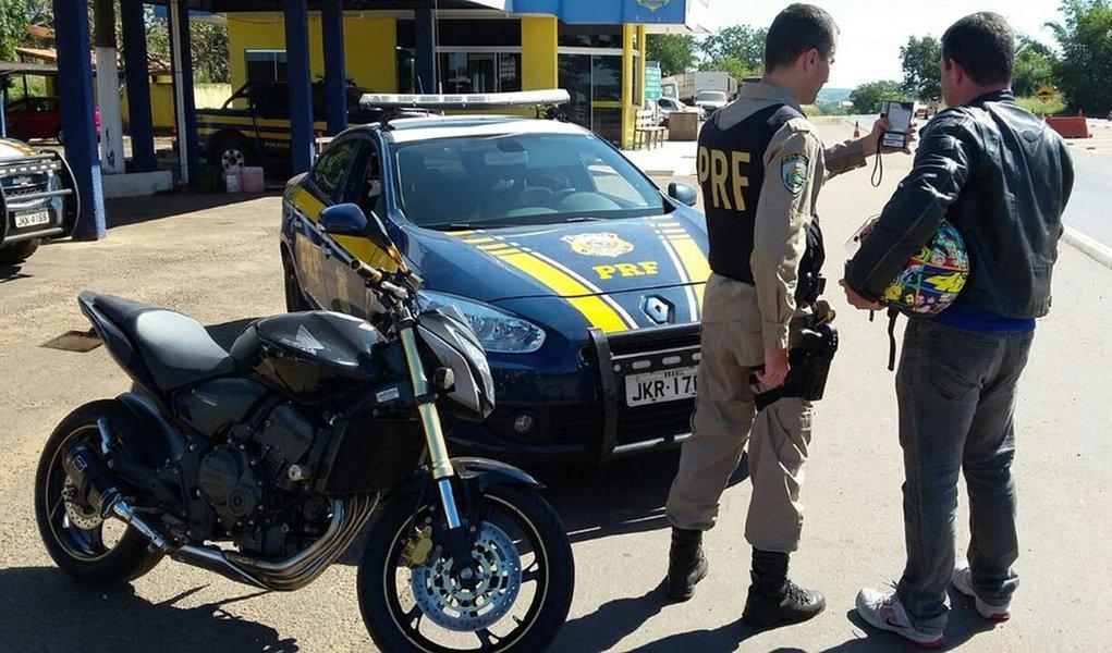 A Polícia Rodoviária Federal realizou em todo o país, da última quinta-feira (24) ao domingo (27), a Operação Semana Santa 2016; foram atendidos 6 acidentes de trânsito durante a operação, em que 5 pessoas ficaram feridas, não foram registrados óbitos; comparando com a Operação Semana Santa de 2015, nas rodovias federais no Estado do Tocantins, houve redução de 44,4%no número de feridos e a quantidade de mortes foi de 1 no feriado de 2015 para zero neste ano