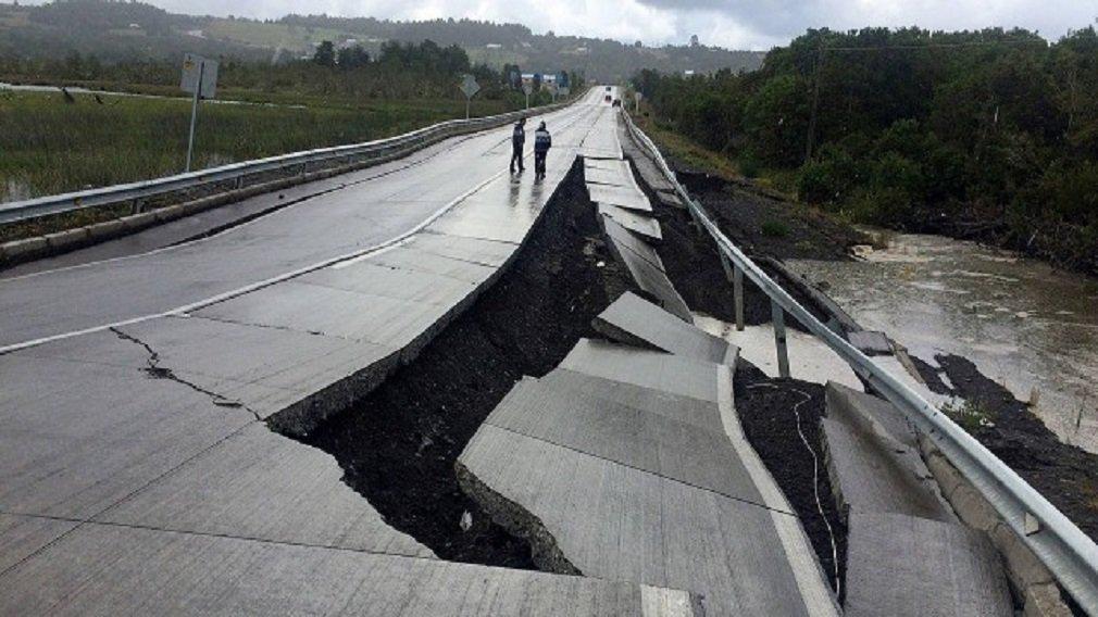 Um terremoto de 7.7 pontos na escala Richter foi registrado neste domingo na região de Puerto Montt, no sul do Chile, gerando um alerta de tsunami para áreas do oceano Pacífico em torno de mil quilômetros do epicentro; área atingida fica a 225 quilômetros ao sudoeste de Puerto Montt e o epicentro teria 15 quilômetros de profundidade
