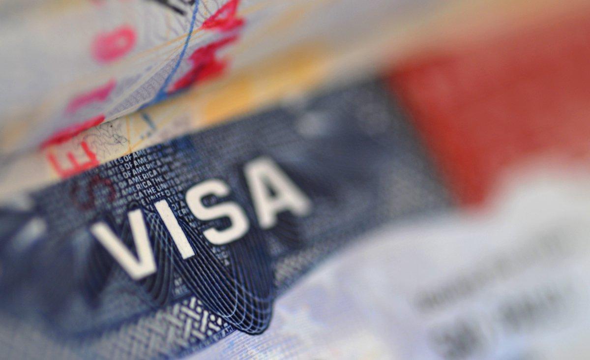A Embaixada dos Estados Unidos no Brasil confirmou na tarde desta terça-feira (31) mudanças na emissão de vistos para brasileiros; a principal delas é com relação à isenção de entrevista; antes, pessoas com 16 anos incompletos ou com mais de 66 anos eram isentas da entrevista com o agente consular; a partir de agora, as idades passaram para 14 anos incompletos ou mais de 80 anos, respectivamente