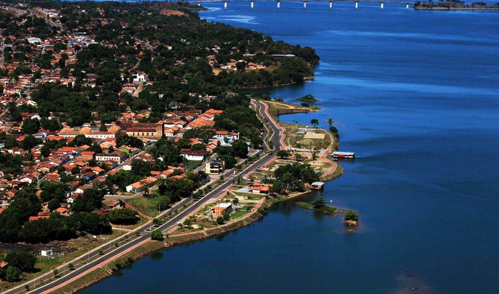 A Assembleia Legislativa aprovou um empréstimo de 36 milhões de euros (aproximadamente R$ 142 milhões, no câmbio atual) para a construção de uma nova ponte sobre o Rio Tocantins, em Porto Nacional, a 66 km de Palmas; o Estado escolheu para o empréstimo o banco italianoUniCredit; a ponte liga o tráfego da TO-050, pelo trevo da TO-255 com a TO-070, até a BR-153; na licitação aberta, em 2014, para contratar a empresa consta que a vencedora ficará responsável pelos serviços de terraplanagem e pavimentação de 1.488 metros de extensão