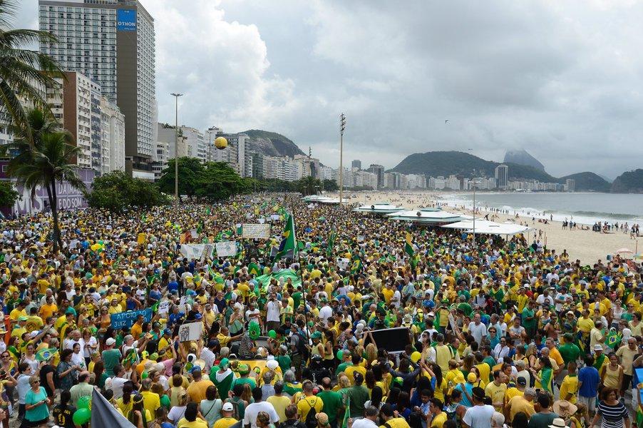O objetivo é aumentar a segurança e reduzir a possibilidade de encontro entre os grupos de manifestantes a favor e contra o impeachment da presidente Dilma.O Grupo Frente Brasil Popular, contrário aoimpeachment, se manifesta pela manhã até as 13h, enquanto os grupos Movimento Brasil Livre e Vem Pra Rua, a favor do impeachment, vão se manifestar na parte da tarde