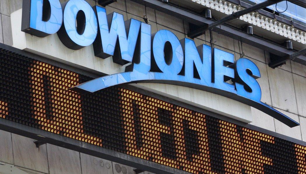 Sólidos ganhos e otimismo com projetos pró-crescimento do presidente dos Estados Unidos, Donald Trump, expandiram um rali pós-eleitoral nesta quarta-feira 25; o índice Dow Jones subiu ou 0,78%, para 20.068 pontos; o S&P 500 ganhou 0,8%, 2.298 pontos e o Nasdaq teve alta de 0,99%, a 5.656 pontos