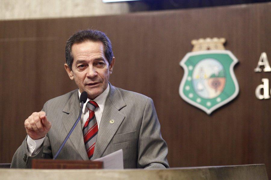 O deputado estadual Heitor Férrer (PSB) declarou, em pronunciamento hoje (27) na Assembleia Legislativa, que há irregularidades no projeto de requalificação da Beira Mar de Fortaleza. Segundo ele, relatório de auditoria do Tribunal de Contas da União (TCU) aponta sobrepreço de cerca de R$ 45 milhões