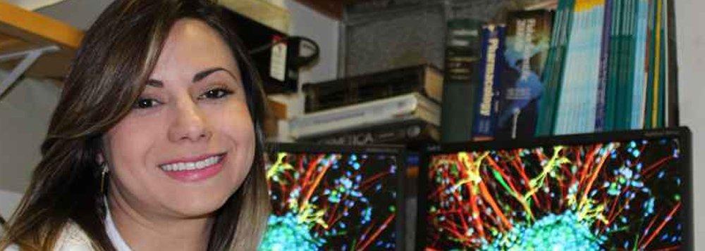Aline Campos, que é natural de São João del-Rei e formada em farmácia pela Universidade Federal de Juiz de Fora (UFJF),foi uma das sete vencedoras da 10ª edição do programa brasileiro voltado às mulheres cientistas, realizado em parceria com a Unesco e com a Academia Brasileira de Ciências (ABC)