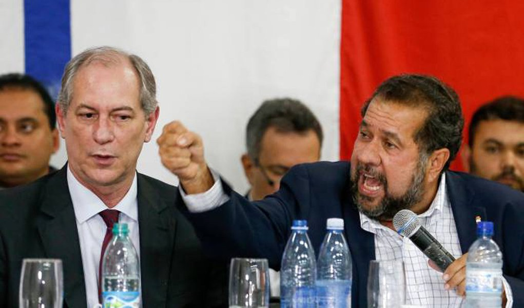 """O presidente nacional do PDT, Carlos Lupi, diz duvidar que o ex-presidente Luiz Inácio Lula da Silva seja mesmo candidato nas próximas eleições; segundo Lupi, Lula """"não quererá se expor após as denúncias"""" de que é alvo; para o presidente do PDT, Lula apresenta a candidatura como """"autodefesa no processo da Justiça"""" e como """"palco para se defender"""""""