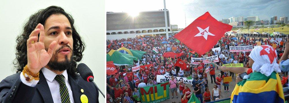 """Deputado Jean Wyllys criticou a parcialidade pró-golpe da emissora dos Marinho na cobertura das manifestações; """"Passamos dois dias inteiros assistindo sem parar pela televisão, em repetição continuada como no velho cinema, às conversas privadas do ex-presidente (uma espécie de Big Brother involuntário do qual ele não sabia que estava participando) e agora não temos direito, como audiência, público e cidadania, a ouvir o que ele diz num comício com cerca de cem mil pessoas na avenida Paulista? Não é notícia? Qual é o medo?"""", questiona"""