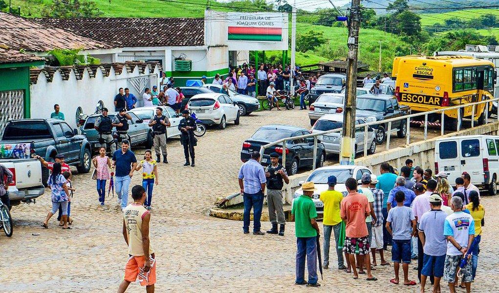 Através de um decreto, a Prefeitura de Joaquim Gomes, em Alagoas, rescindiu os contratos de prestadores de serviços e exonerou todos os servidores comissionados; justificativa é a redução dos recursos do Fundo de Participação dos Municípios (FPM)