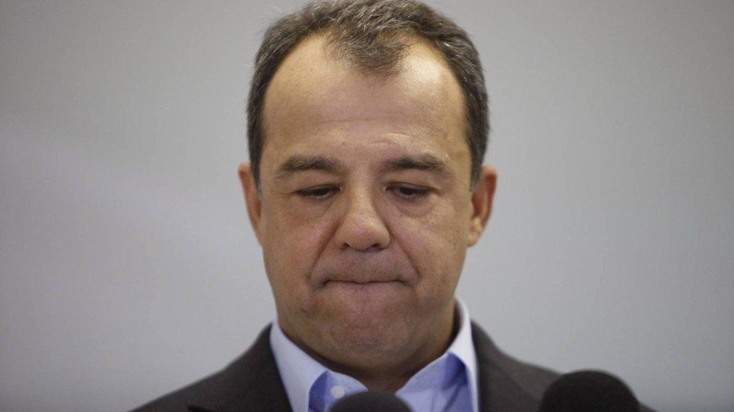 """O ex-governador do Rio de Janeiro Sérgio Cabral (PMDB) teria se desentendido com seu ex-secretários deObrasHudson Braga na semana passada, no presídio de Bangu, onde o peemedebista está preso; segundo a coluna de Lauro Jardim,a notícia publicada pelo também colunista Ancelmo Gois de que Braga """"já dá sinais de que prepara a sua deleçãopremiada"""" teria irritado o ex-chefe do executivo fluminense, que reagiu cobrando lealdade"""