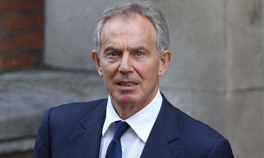 """O ex-primeiro-ministro britânico, Tony Blair, pediu desculpas por erros cometidos na guerra do Iraque, em 2003, numa entrevista que será exibida pela CNN Europa neste domingo (25); """"Peço desculpas pela informação que recebemos errada. Também peço desculpas pelos erros no planeamento e, principalmente, pela nossa incapacidade de prever o que aconteceria quando derrubássemos o regime"""", afirmou; ele também falou que o conflito está na base da ascensão do Estado Islâmico """"Claro que não se pode dizer que nós, que afastamos Saddam, não temos responsabilidade nisso"""", afirmou"""