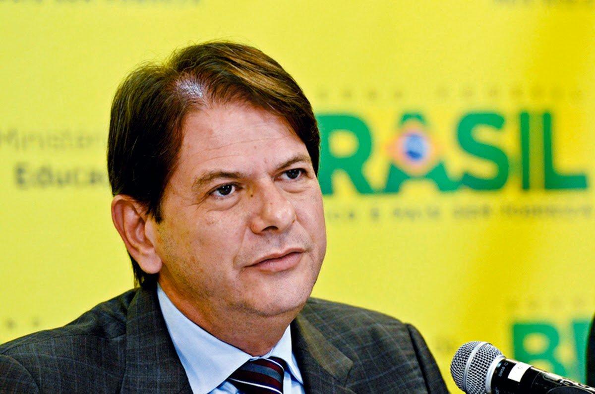 O ex-governador do Ceará recebe nesta quinta-feira (22) a medalha Presidente Luiz Inácio Lula da Silva, entregue a gestores da educação com destaque em suas trajetórias. A homenagem ocorre durante evento nacional da área que está sendo realizado em Fortaleza