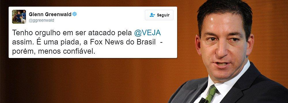 """Pelo Twitter, o jornalista norte-americano Glenn Greenwald, do site The Intercept, ironizou a revista Veja depois que a publicação da editora Abril o acusou de ter """"embarcado no discurso governista""""; """"Tenho orgulho de ser atacado pela Veja assim. É uma piada, a Fox News do Brasil – porém, menos confiável"""", postou ele"""