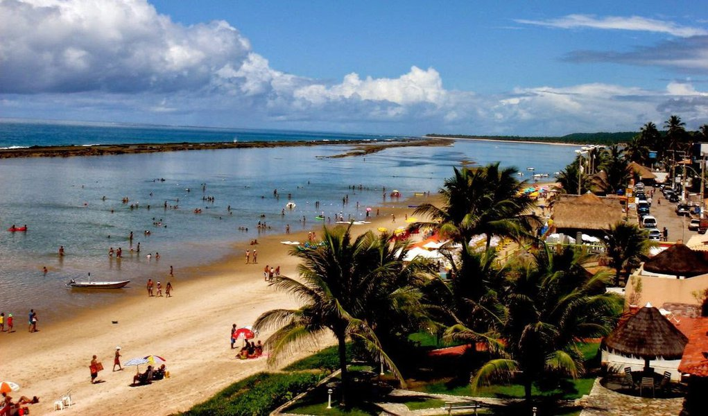 O paradisíaco município de Barra de São Miguel, na grande Maceió, vai ganhar um Centro de convenções, o que vai gerar um salto na possibilidade de desenvolvimento do município; investimento na cidade, que é um dos principais balneários de Alagoas, vai possibilitar fomento o turismo de negócios e eventos