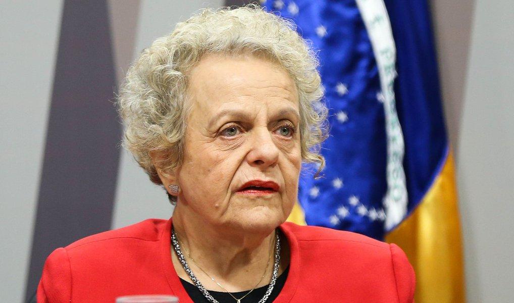 """Durante audiência pública na Comissão de Direitos Humanos do Senado nesta segunda-feira, 2, a secretária especial de Políticas para as Mulheres, Eleonora Menicucci, disse ser """"em nome das mulheres que a presidenta Dilma está resistindo""""; para ela, estão em jogo neste processo """"a democracia e todos os direitos sociais dos trabalhadores, conquistados arduamente por toda a população trabalhadora de nosso país, organizada em associações ou não""""; """"Estão em jogo, também, conquistas como as cotas raciais [em universidades] e o direito de não morrer por ser lésbica ou homossexual"""", acrescentou"""