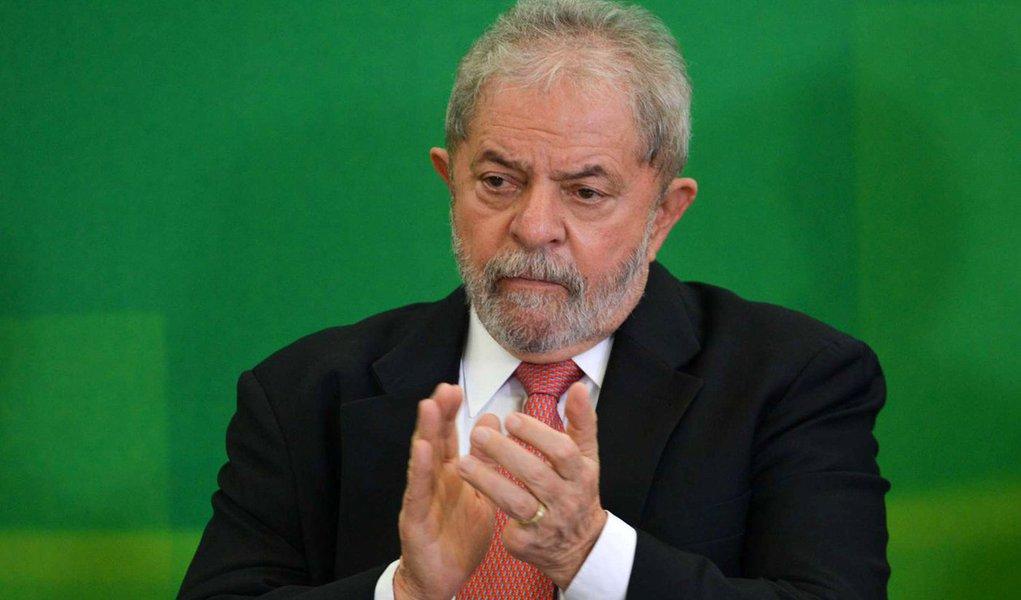 Plenário do Supremo Tribunal Federal (STF) julga nesta nesta quarta-feira, 20, a partir das 14 horas, o mandado de segurança do PPS e PSDB que suspendeu a posse do ex-presidente Luiz Inácio Lula da Silva no cargo de ministro-chefe da Casa Civil do governo da presidente da Dilma Rousseff; nomeação foi suspensa no dia 18 de março peloo ministro Gilmar Mendes, alegando que a nomeação para o cargo teve o objetivo de retirar a competência do juiz federal Sérgio Moro para julgá-lo; já a AGU alegou que a avaliação do ministro é equivocada, porque parte da premissa de que o Supremo é um lugar para proteção contra impunidade, o que não é verdade