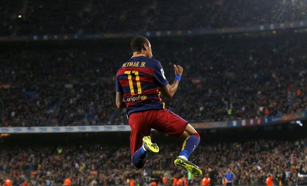 Neymar durante partida contra o Rayo Vallecano, na Espanha. 17/10/2015 REUTERS/Albert Gea