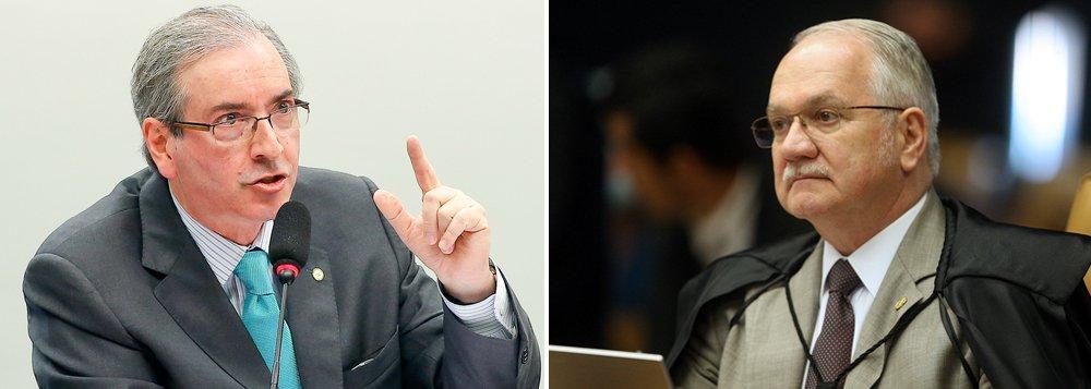 """Segundo o presidente da Câmara, Eduardo Cunha (PMDB), partidos da Casa decidiram aguardar o julgamento na Suprema Corte de ação do PCdoB que pede esclarecimentos sobre todo o rito de um processo de impeachment: """"Certamente aqui ficará paralisado pelas obstruções à espera dessa decisão"""", disse Cunha; """"Os partidos não querem votar nada em função dessa situação, não sou eu que estou fazendo obstrução na Casa""""; o líder do governo na Câmara, deputado José Guimarães (PT-CE), disse, no entanto, """"não é razoável"""" que o Congresso fique paralisado até uma decisão do Supremo"""