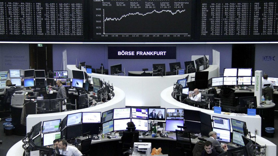 No ano do referendo que determinou a saída do Reino Unido da União Europeia, a Bolsa de Londres fechou 2016 batendo recorde; seu principal índice, o FTSE 100, encerrou o ano em 7.142 pontos, uma alta de 14,4% em relação ao fim de 2015, o melhor resultado de sua história