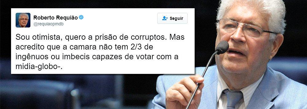 """Senador Roberto Requião ainda acredita que o golpe não passará na Câmara: """"Sou otimista, quero a prisão de corruptos. Mas acredito que a Câmara não tem 2/3 de ingênuos ou imbecis capazes de votar com a mídia-globo"""", postou ele no Twitter; recentemente, ele divulgou uma carta aberta aos deputados federais e governadores, em que faz um duro alerta para o Brasil caso o impeachment da presidente Dilma Rousseff seja aprovado"""