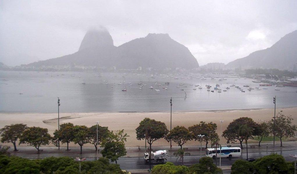 A informação é do Centro de Operações do Rio de Janeiro; a mudança aconteceu devido à atuação de fortes núcleos de chuva moderada a forte, principalmente nas zonas Norte e Oeste do município