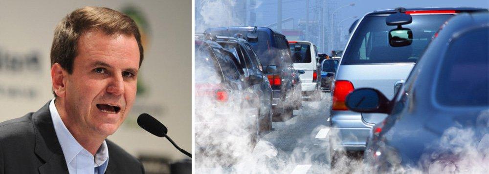 A prefeitura do Rio de Janeiro anunciou que pretende zerar as emissões de gases de efeito estufa na capital fluminense até 2065; esta e outras metas serão apresentadas pelo prefeito Eduardo Paes a líderes de cidades globais em Paris, durante a 21ª Conferência das Partes da Convenção-Quadro da Organização das Nações Unidas sobre Mudança do Clima (COP21); o executivo pretende tornar o Rio a primeira cidade de um país em desenvolvimento a participar da Carbon Neutral Cities Alliance, iniciativa de redução de emissões que hoje reúne 17 cidades