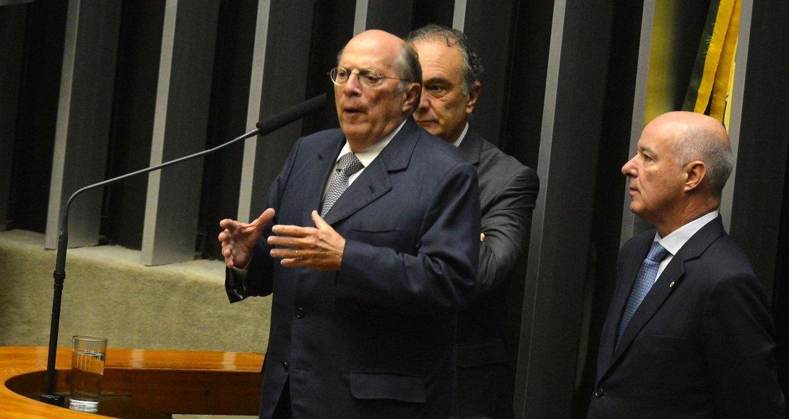"""Jornalista Paulo Nogueira, do Diário do Centro do Mundo (DCM), avalia que o advogado Miguel Reale Jr., um dos autores do pedido de impeachment da presidente Dilma Rousseff, é hoje """"um símbolo da insanidade golpista que caracteriza o Brasil destes dias turvos""""; nesta sexta-feira, Reale Jr. defendeu o impeachment na Câmara, e chamou os parlamentares de """"libertadores""""; Paulo Nogueira pondera, contudo, que """"este mesmo Reale, tão logo Cunha aceitou o pedido de impeachment contra Dilma, afirmou que se tratava de uma chantagem explícita"""""""