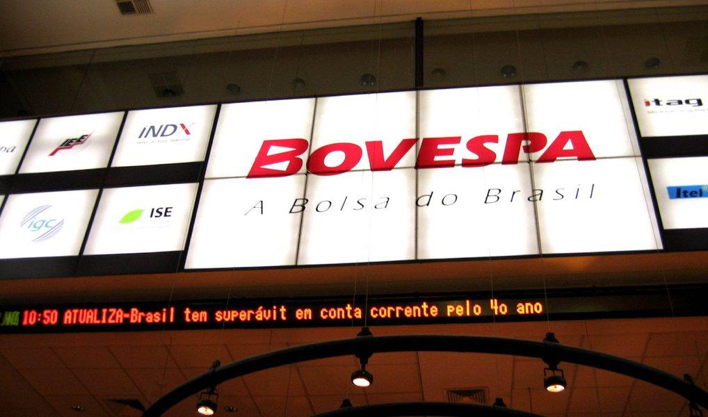 O principal índice da Bovespa fechou com alta de 3,7% nesta sexta-feira, 8, a 50.292 pontos; na máxima, o índice saltou 4%; volume financeiro somou R$ 8 bilhões, acima da média diária de abril; já o dólar fechou com a maior queda em seis meses, 2,63%, e fechou a semana cotado a R$ 3,5965