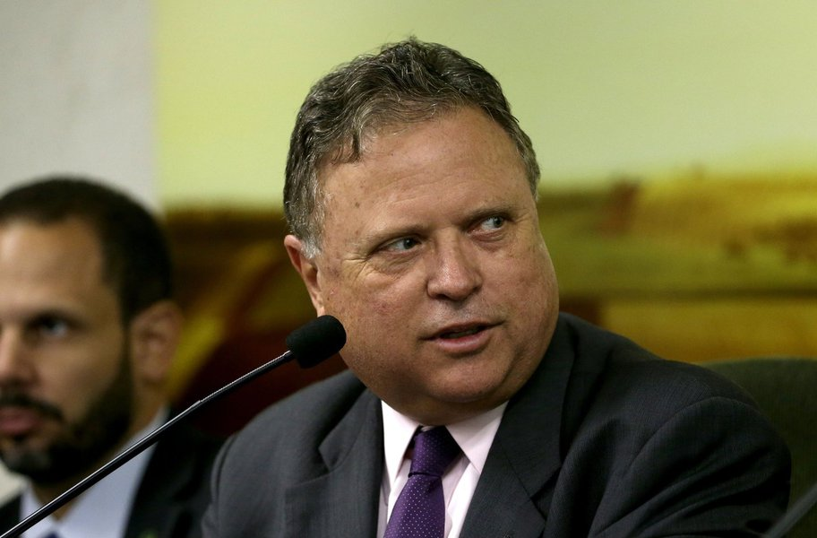 Informação é do ministro da Agricultura, Blairo Maggi, que disse à Reuters apoiar a manutenção de algumas restrições para garantir que a terra seja usada produtivamente; o projeto de lei, que ainda tem que ser apresentado ao Congresso, acabaria com uma proibição para a compra de grandes propriedades de terras agrícolas por estrangeiros imposta em 2010, durante o governo Lula