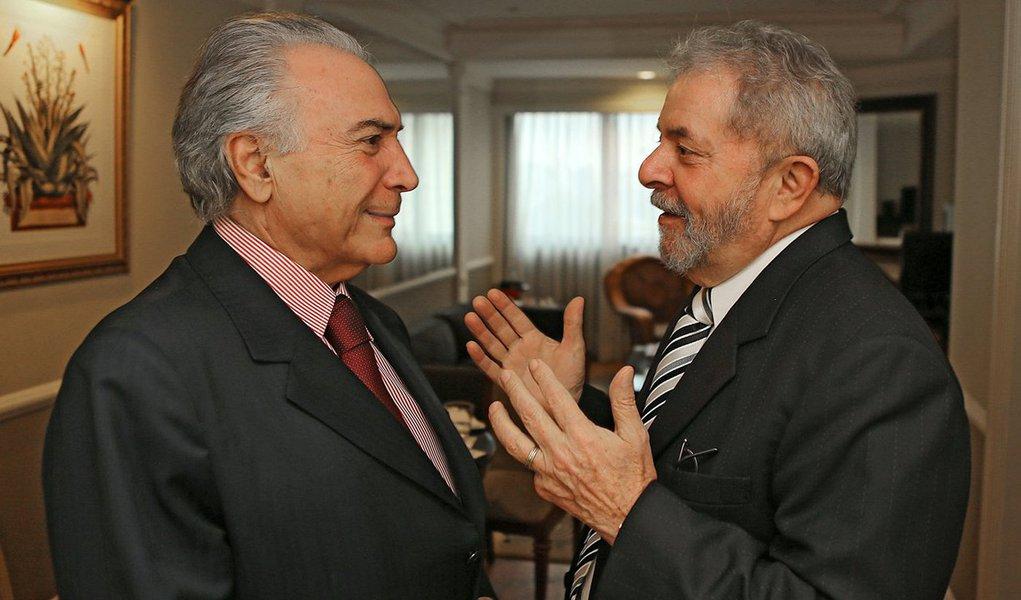 Eventual governo do vice-presidente Michel Temer (PMDB), resultante da aprovação do impeachment da presidente Dilma Rousseff, não teria respaldo de 64,6% dos recifenses; pesquisa do Instituto de Pesquisas Maurício de Nassau (IPMN) aponta que 85,5% dos entrevistados não confiam no peemedebista e apenas 4,2% afirmaram que as coisas irão melhorar com a chegada de Temer ao poder; no caso da realização de novas eleições presidenciais, o ex-presidente Luiz Inácio Lula da Silva lidera a preferência dos recifenses, com 25,1%, tendo a ex-senadora Marina Silva, da Rede Sustentabilidade, em segundo lugar com 21,6%