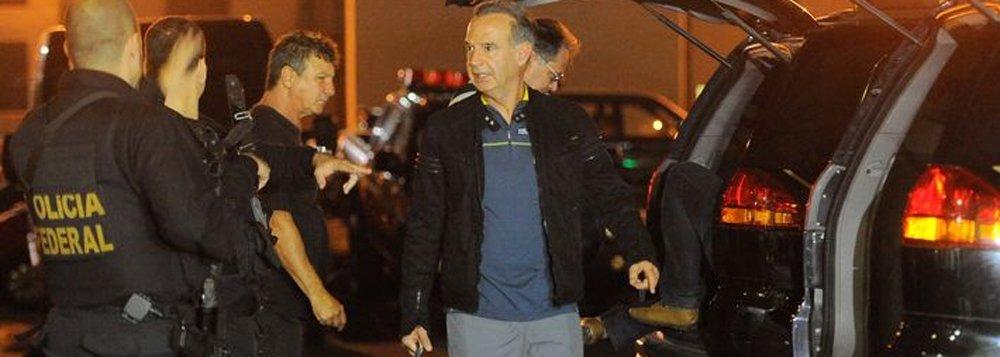 A Polícia Federal deu início, nas primeiras horas da manhã de hoje, à 36ª fase da Operação Lava Jato em cidades do Paraná, São Paulo e Ceará; ação, batizada de Operação Dragão, cumpre 18 mandados judiciais, sendo 16 de busca e apreensão e dois de de prisão preventiva; um dos alvos é o empresário e lobista Adir Assad, já preso na carceragem da PF em Curitiba, que teve um novo mandado de prisão expedido; PF também faz buscas na Concessionária Econorte, em Londrina (PR), na Construtora Triunfo, em Curitiba, e na construtora EIT, no Ceará; suspeita é de que os alvos'lavaram' R$ 50 milhões
