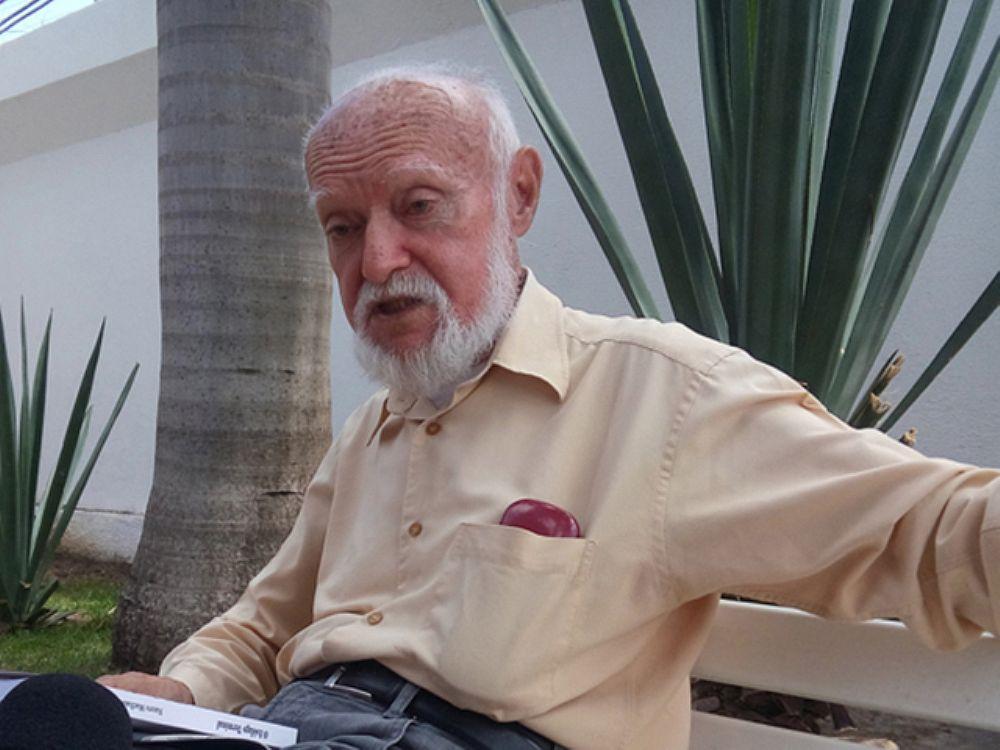 Morreu na madrugada deste sábado (28), aos 80 anos, o poeta e escritor maranhense Nauro Machado. Ele estava internado desde terça (24) em um hospital em São Luís por conta de uma hérnia de disco; o velório acontece na Academia Maranhense de Letras ainda hoje, e o sepultamento será no domingo (29)