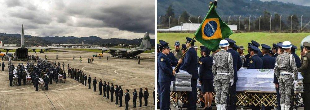 """Aviões da Força Aérea Brasileira chegaram na tarde desta sexta (2) em Medellín para buscar os corpos das vítimas do acidente de avião da Chapecoense; os corpos foram levados da funerária em direção à base aérea acompanhados por um cortejo emocionado da população colombiana; aos aplausos e gritos de 'É Campeão!', a cidade parou para se despedir das vítimas; """"É uma demonstração linda de solidariedade"""", disse o prefeito da cidade de Chapecó, Luciano Buligon"""
