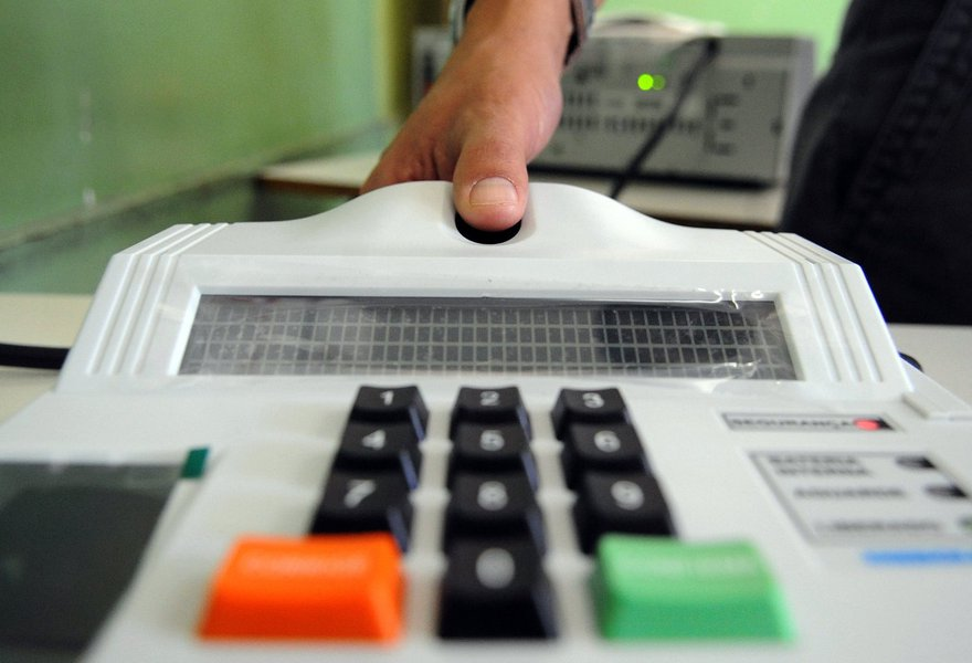 A prorrogação atinge 25 dos 46 municípios cearenses onde a eleição para a escolha de novos prefeitos e vereadores será realizada por meio de identificação biométrica nas urnas eletrônicas. Os eleitores de Fortalezanão estão obrigados a realizar o recadastramento eleitoral com coleta de dados biométricos para as eleições de 2016