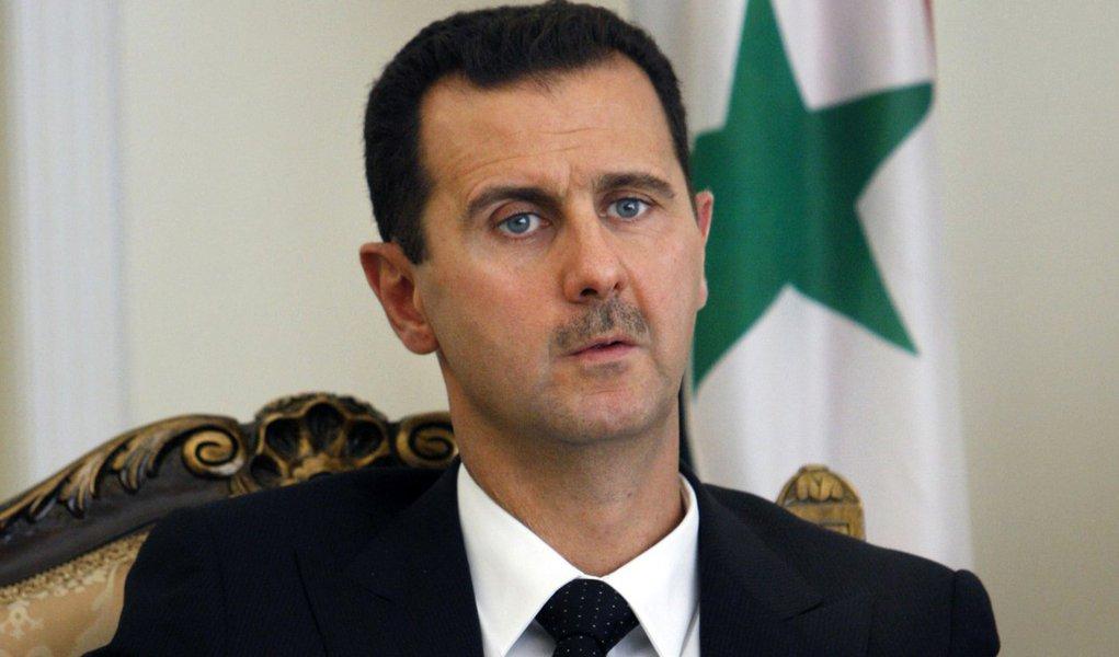 Presidente da Síria, Bashar Assad, decretou anistia a militantes contrários ao governo; medida se aplica aos que baixaram suas armas; Síria vive em crise desde 2011 e em estado de guerra permanente e as tropas governamentais combatem vários grupos terroristas e organizações militares, inclusive o Estado Islâmico e a Frente al-Nusra
