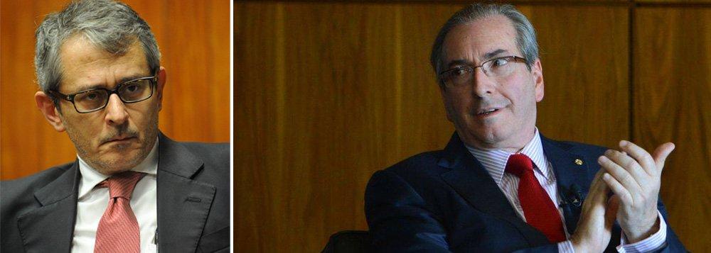 Jornal de Otavio Frias pressiona o Supremo a deter Eduardo Cunha (PMDB): 'com desfaçatez, impôs o sistema de sua preferência para escolher a comissão especial do impeachment; como se não bastasse, atropelou a palavra dos líderes das bancadas e tornou secreto o voto que deveria ser aberto, segundo jurisprudência fixada pelo STF (cite-se a ADI 1.057)'