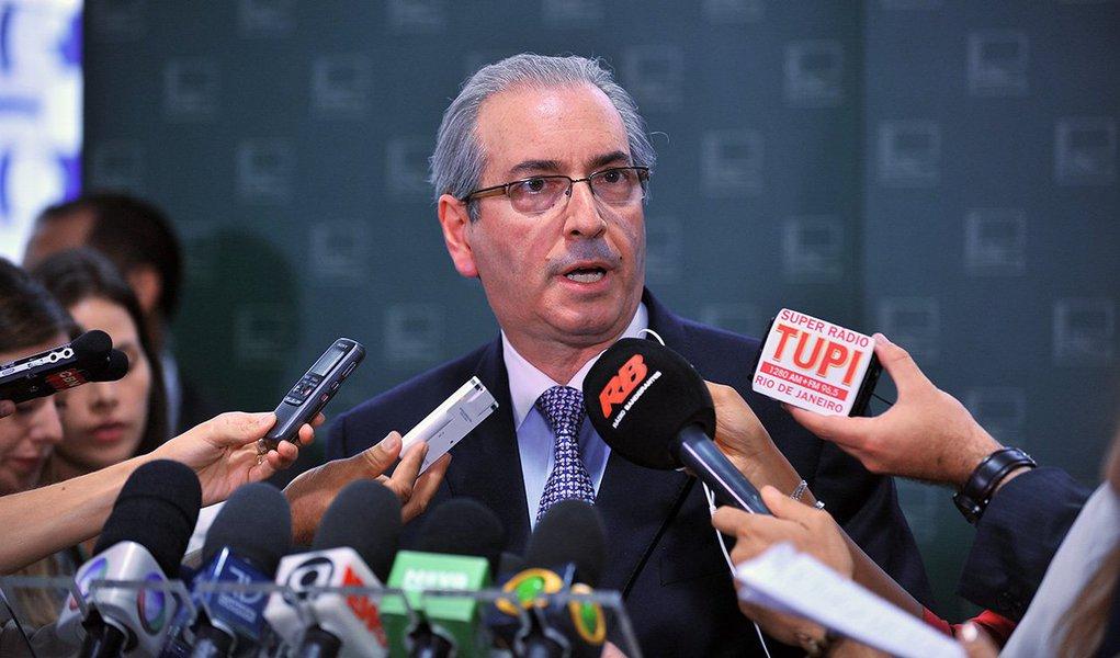 Presidente da Câmara disse a aliados que não deve decidir nesta quarta-feira 2 sobre o impeachment da presidente Dilma Rousseff, mas isso de acontecer até o final da semana; declarações foram ditas depois do anúncio da bancada do PT de que votaria contra Eduardo Cunha no Conselho de Ética, o que teria irritado o peemedebista